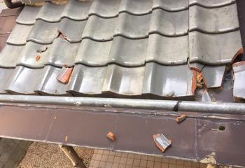 地震で瓦が破損